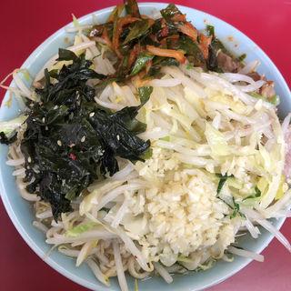 小ぶた、にんにく、野菜、ワカメ、ニラ(ラーメン二郎 中山駅前店 )