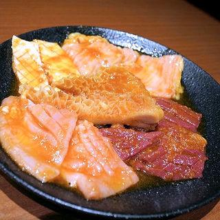 自慢のホルモン5種盛り(焼肉ホルモン 山水縁 虎ノ門本店)