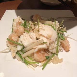 海老、イカ、くらげ、香菜の白胡椒酸味炒め(同源楼 (ドウゲンロウ))