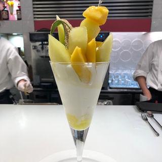 静岡マスクメロンとタイマンゴーのパフェ(タカノフルーツパーラー 新宿本店)