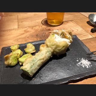 花ズッキーニのリコッタチーズ詰めと空豆のフリット(da Rio(ダリオ))