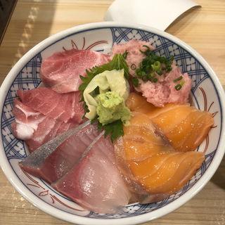 4色丼(浜焼きドラゴン 大阪駅前第3ビル店)