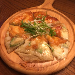 アボカドの鉄板ピザ