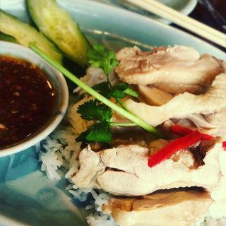 カオ・マン・ガイ ゆで鶏のせご飯(クルン サイアム (Krung Siam))