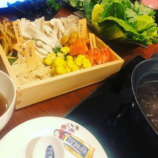 きのこ鍋(何鮮菇)