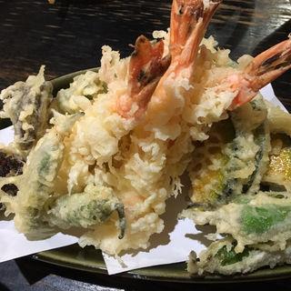 食べ飲み放題の天ぷら盛り合わせ