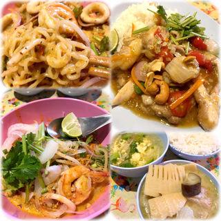 汁無しトムヤム麺、鶏肉とトマトの炒め(日替わり)(カオマンガイ 16号 )
