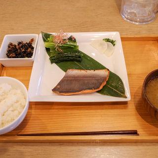 本日のお魚定食 (ごはんとお味噌汁のおかわり無料)(フクモリ )