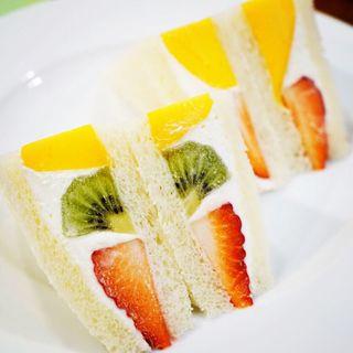 フルーツサンドイッチ(4切れ)(ホットケーキパーラー フルフル 赤坂店 (Fru-Full))