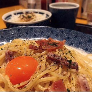 カマンベールチーズとカリカリベーコンのカルボナーラ(洋麺屋 五右衛門 ウィング新橋店)