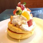 季節のフルーツのパンケーキ