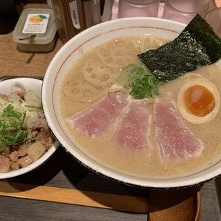 濃厚魚介そば(カジキマグロの炙りタタキ➕味玉)(麺と心 7 )