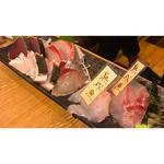 当店名物熟成魚と明石直送新鮮魚のお造り盛り合わせ