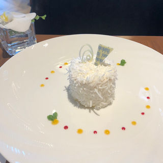 ハレクラニ ココナッツケーキ(カフェ クベール (CAFE COUVERT))