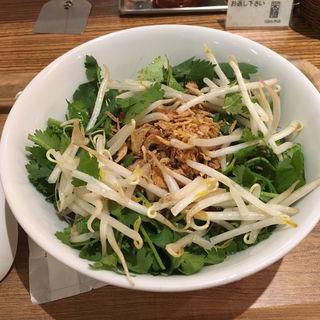 パクチーまぜそば(Com Pho 新宿フロントタワー店 (コムフォー))