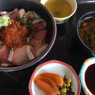 海鮮丼(道の駅むなかた )