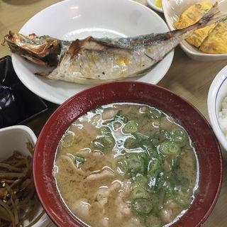 豚汁 (ごはん おかず 定食仕立て)(成金屋食堂 (なりきんやしょくどう))