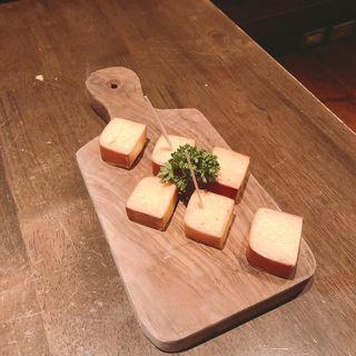 燻製チーズ(nakameguro 燻製 apartment (ナカメグロ クンセイ アパートメント))