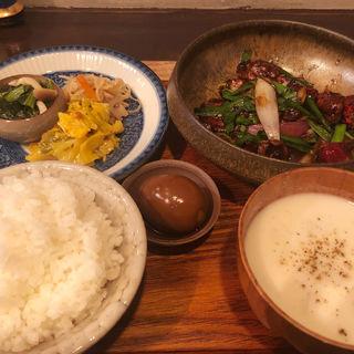 レバニラクミン炒め定食(定食堂 金剛石)