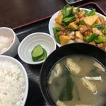 鶏肉とピーマン炒め定食