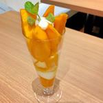 マンゴーパフェ(大)(イタガキ フルーツ カフェ (ITAGAKI FRUIT CAFE))