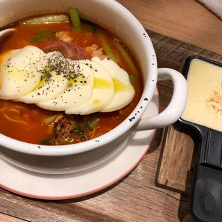太陽のチーズラーメンwith魅惑のラクレット(太陽のトマト麺withチーズ 新宿ミロード店)