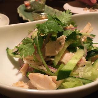 蒸し鶏とパクチー(アガリコサッポロ)