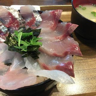 三色丼(B丼)(海鮮丼てんや 箱崎ふ頭店 )