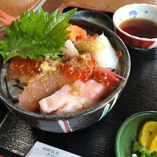 海鮮丼(おけしょう鮮魚の海中苑 )