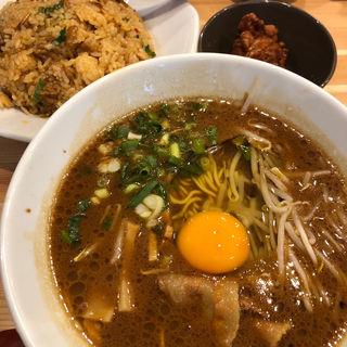 徳島ラーメン(炒飯セット)(ラーメン 東大 枚方家具団地店)