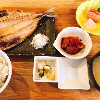 焼き魚と刺身定食