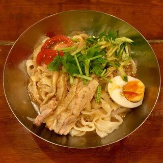 バンバンジーのせ冷やし刀削麺(刀削麺の王様 茅場町店 )