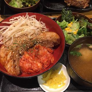 富士桜ポークのデジカルビ丼(甲州肉 炭とやまなし 茅場町本店)