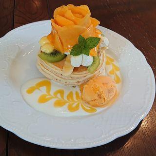 マンゴーローズのトロピカルパンケーキ(カフェアンジェ (Cafe Ange))