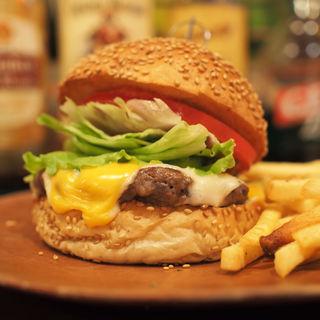 クラシックゴールデンチーズ(ポテト、ドリンク付き)(ザ★ゴールデンハンバーガーズ)