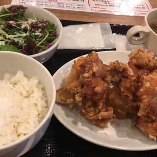 鶏の唐揚げ定食(馬肉バル 跳ね馬 )