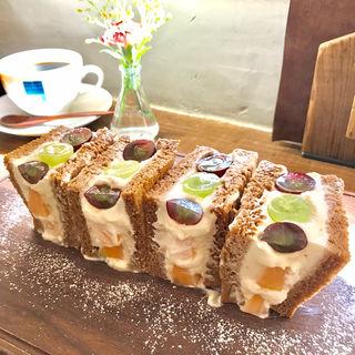 気まぐれ特製マスカルポーネクリームのフルーツサンド(オソラカフェ)