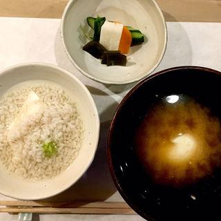 うずみ豆腐・みそ汁・香の物(川島豆腐店 (かわしまとうふてん))