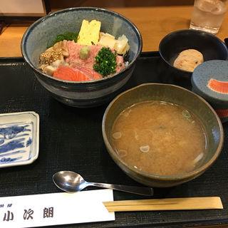 穴子ねぎとろサーモン丼(小次朗)