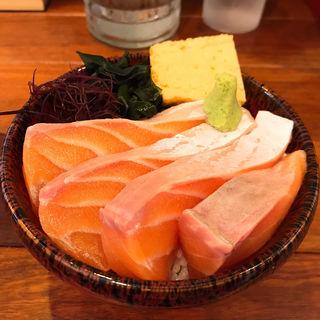 とろサーモン丼(波の)