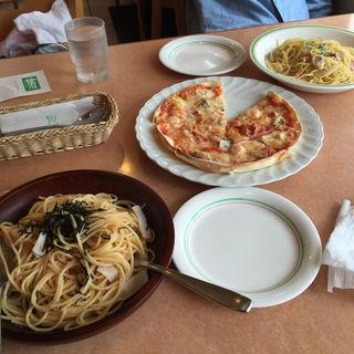 たらことイカのパスタ  ピザは海鮮系(ミラノ亭 (ミラノテイ))