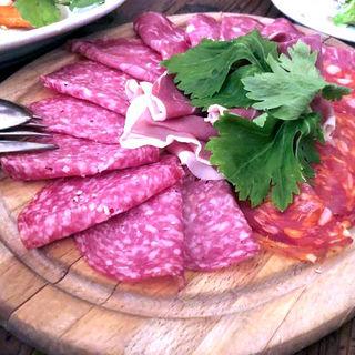 イタリア産ハム、サラミの盛り合わせ(ヴァカンツァ (VACANZA))