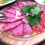 イタリア産ハム、サラミの盛り合わせ