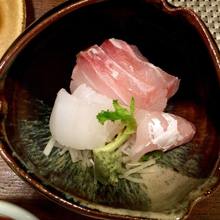 鯛とアオリイカの刺身(馬場頭 ふろ (ババガシラフロ))