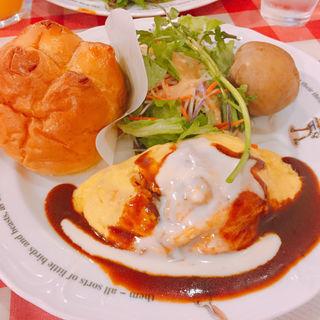 半熟卵のデミグラスオムライス(ラケル新宿西口店)