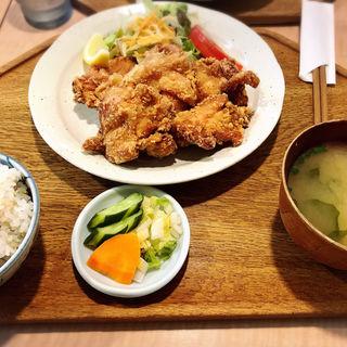 若鶏の唐揚げ定食(キッチン 米一  千早店)