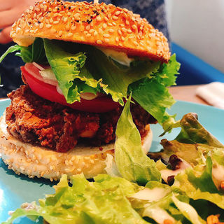 フライドチキンバーガー(NICO&TOREJO CHIP WOOD HAMBURGER)