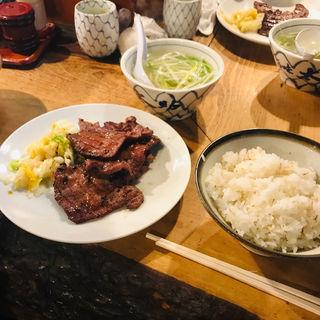 定食1人前(ランチ)(牛タン3枚、麦ごはん、テールスープ)(味太助 本店 (あじたすけ))
