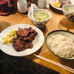 定食1人前(ランチ)(牛タン3枚、麦ごはん、テールスープ)