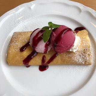 いちごアイスとカシスソルベのクレープ(futaba cafe)